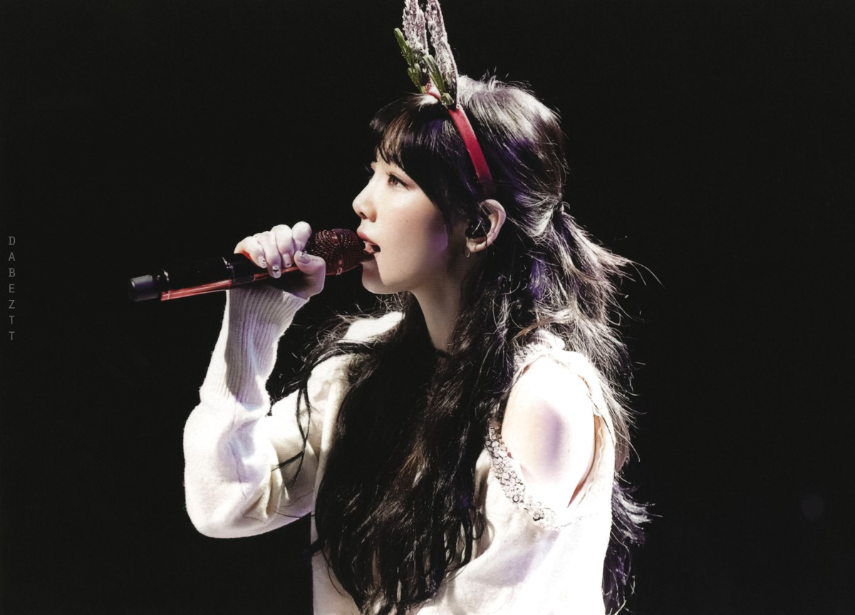 [DL SCAN] Taeyeon @  The Magic Of Christmas Time concert